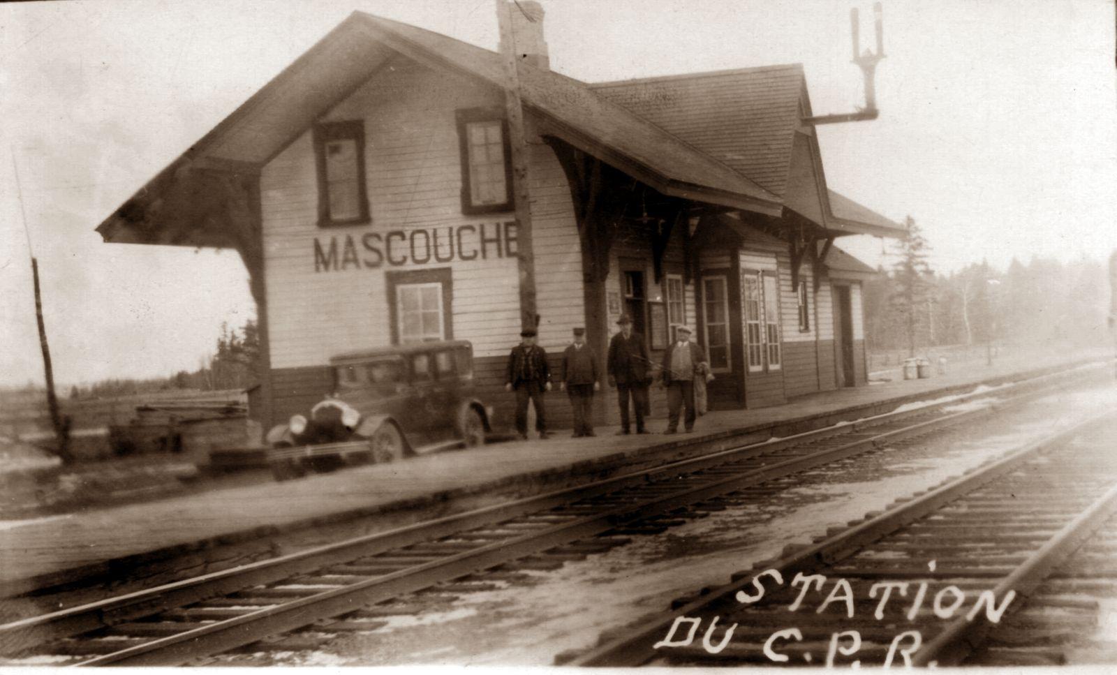 Le rail du CP passe sur 9,5km depuis 1879 à Mascouche. La gare du village était située non loin du chemin Sainte-Marie. Photo avant 1920. Collection : Aimé-Despatis
